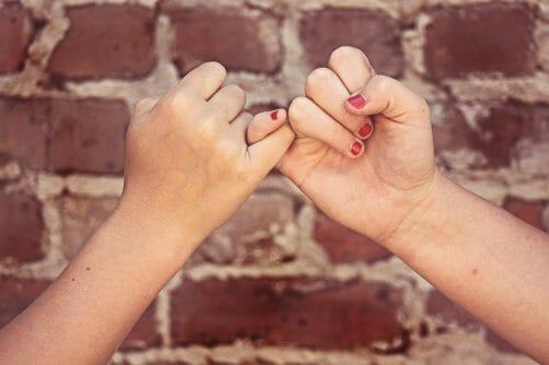 Pinky Swear Friends Pinky Promise  - cherylholt / Pixabay
